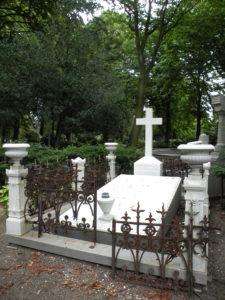 Afb. 1. Het marmeren graf Van der Duyn van Maasdam.