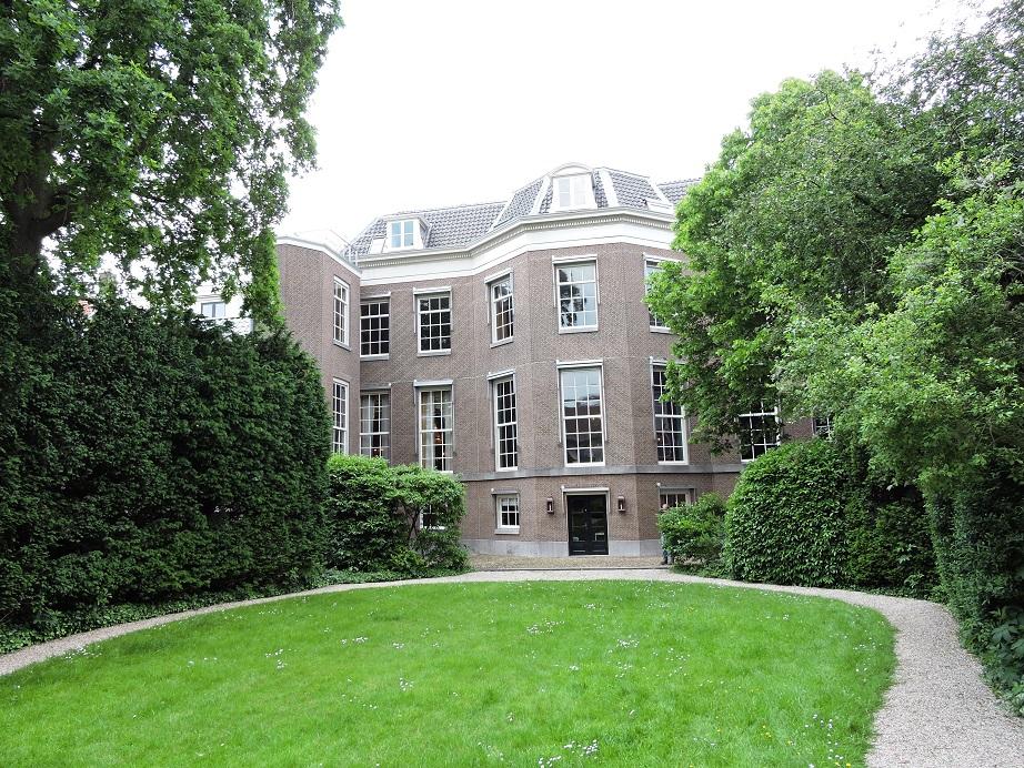 Afb. De achterzijde van Huis Barnaart.