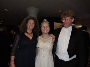 De heer en mevrouw De Muinck Keizer met hun debuterende dochter Zita.