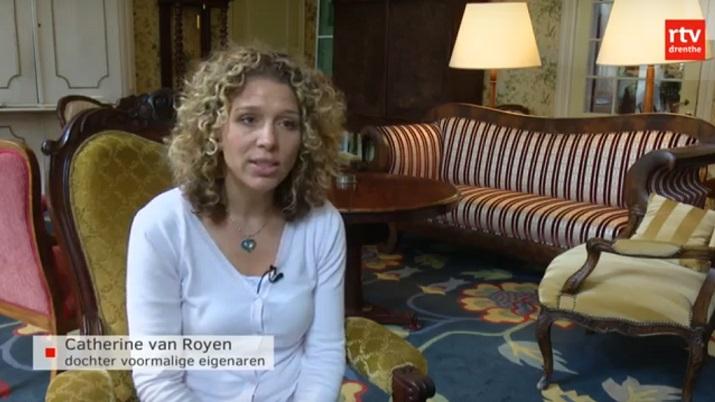 Afb. Catherine van Royen aan het woord over huis Oldengaerde. Screenshot met dank aan RTV Drenthe.