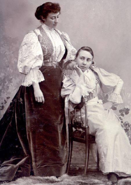 Jong van Beek en Donk, Cecile en Ela de