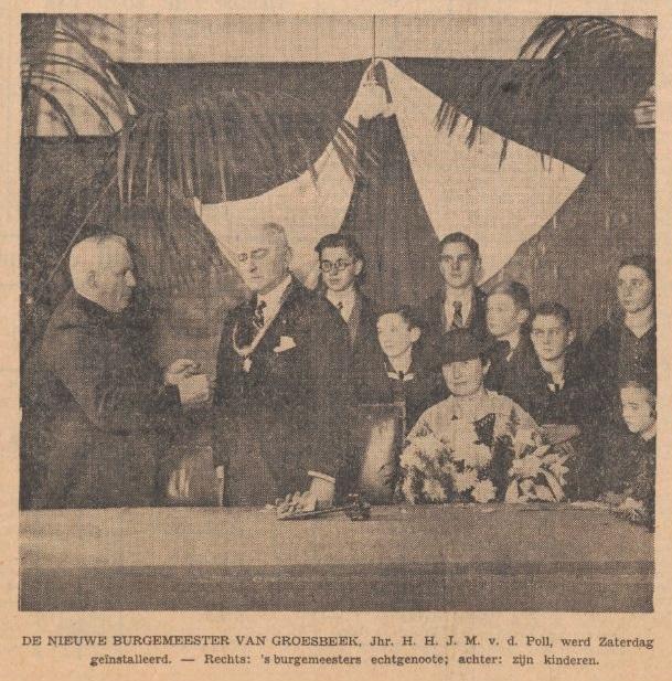 Afb. 3. Het gezin Van de Poll-Dor met de zeven oudste kinderen bij de installatie als burgemeester van Groesbeek in 1934, foto in de Nieuwe Tilburgsche Courant van 12 november 1934.