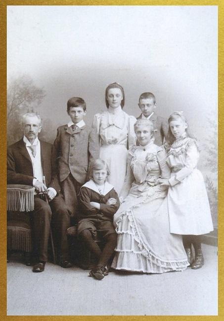 Afb. 1. Het gezin Van Welderen Rengers-Hoevenaar omstreeks 1898, foto part. coll.
