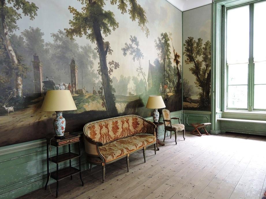 Afb. 2. Bijzondere behangselschilderingen in de salon.
