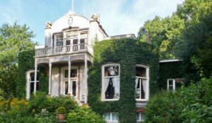 Afb. 1. Huis Boschoord van de jonkheren Van Eysinga in Sint Nicolaasga. Foto met dank aan www.langweervakantiehuis.nl.