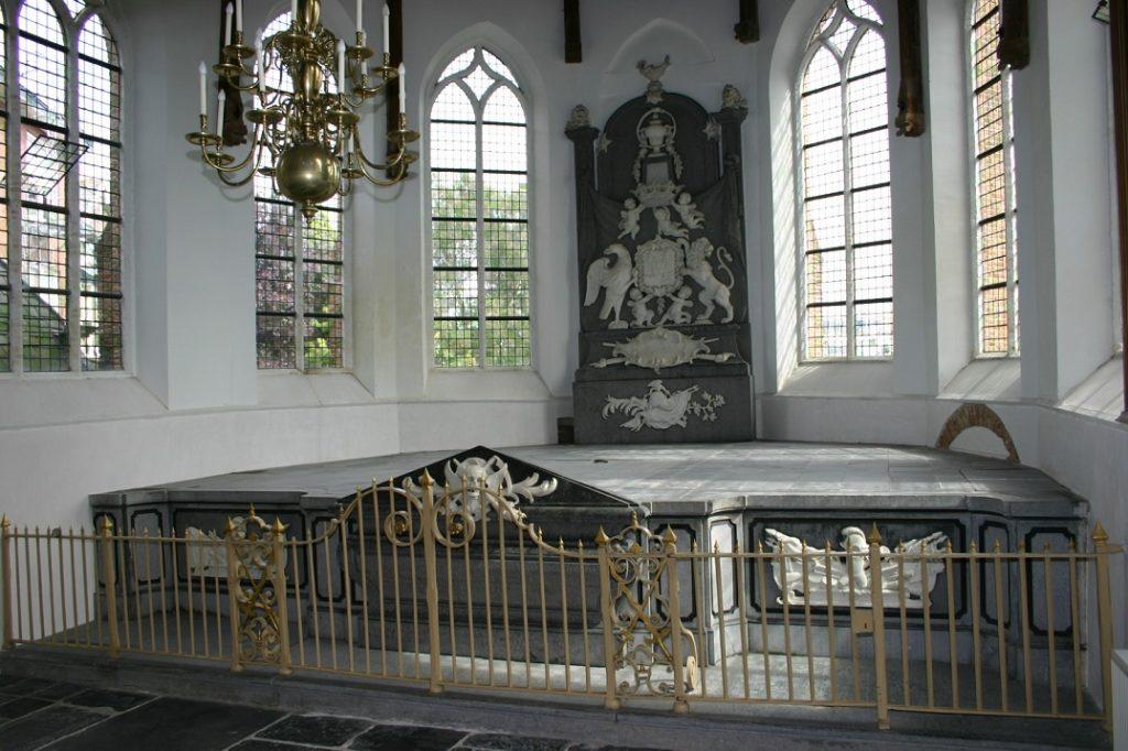 Afb. Het praalgraf van de graven Van Nassau La Lecq in de Dorpskerk van Ouderkerk a/d IJssel. Foto met hartelijke dank aan de heer Nico Holdermans.