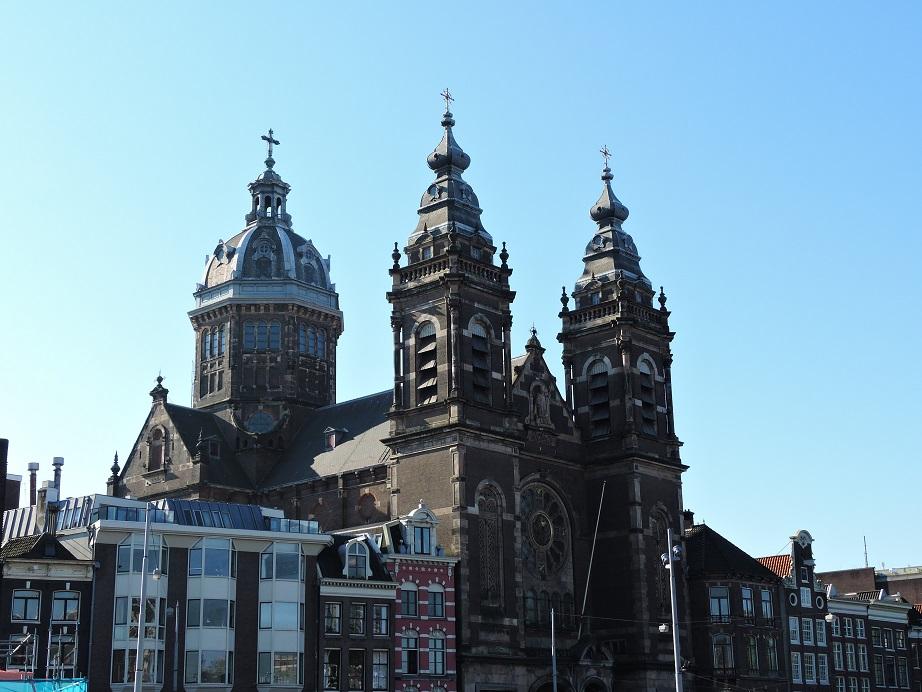 Afb. De Basiliek van de Heilige Nicolaas in Amsterdam.