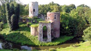 Afb. 2. De ruïne van het kasteel. Foto met dank aan Wim Poeth en Jos Drubers.