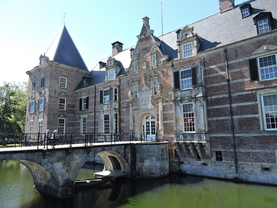 Afb. 3. De voorzijde van kasteel Twickel.