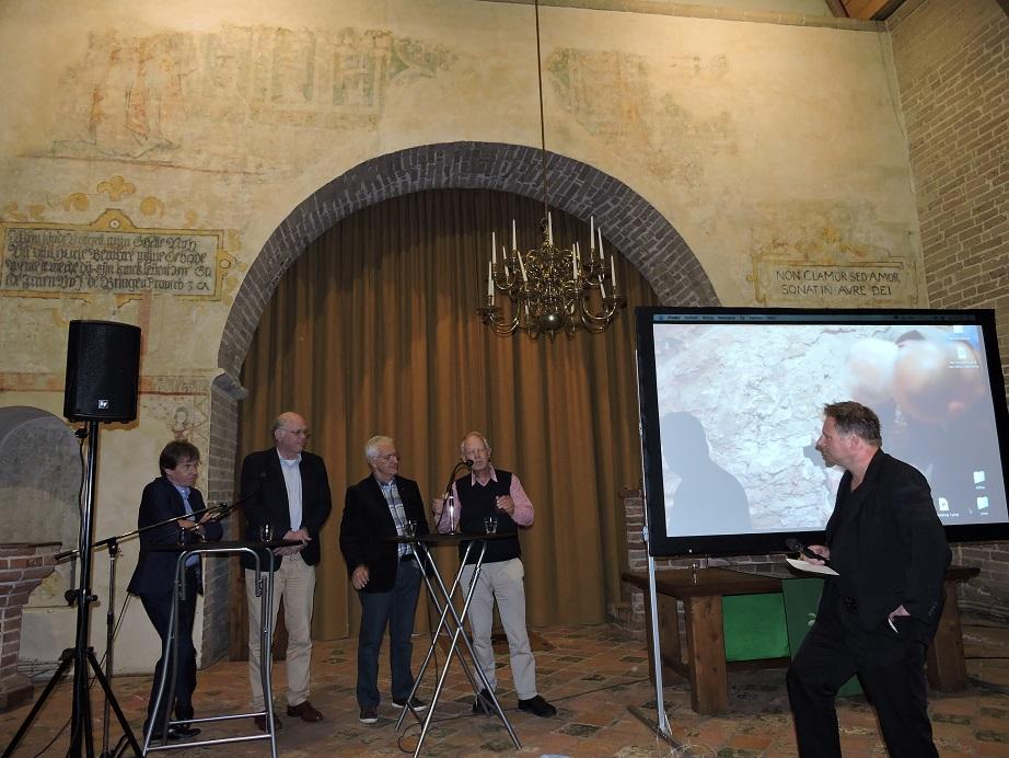 Afb. 5. V.l.n.r. Paul Brood, Kor Holstein, Martin Panman en Pieter den Hengst vertellen over het restauratieproces.
