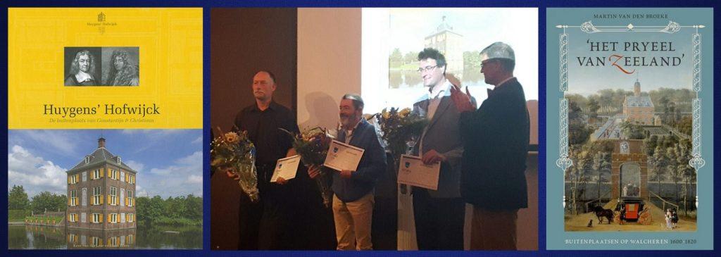 Afb. De twee winnende boeken met in het midden v.l.n.r. Henk Boers, Kees van der Leer, Martin ten Broek en René Dessing, directeur sKBL.