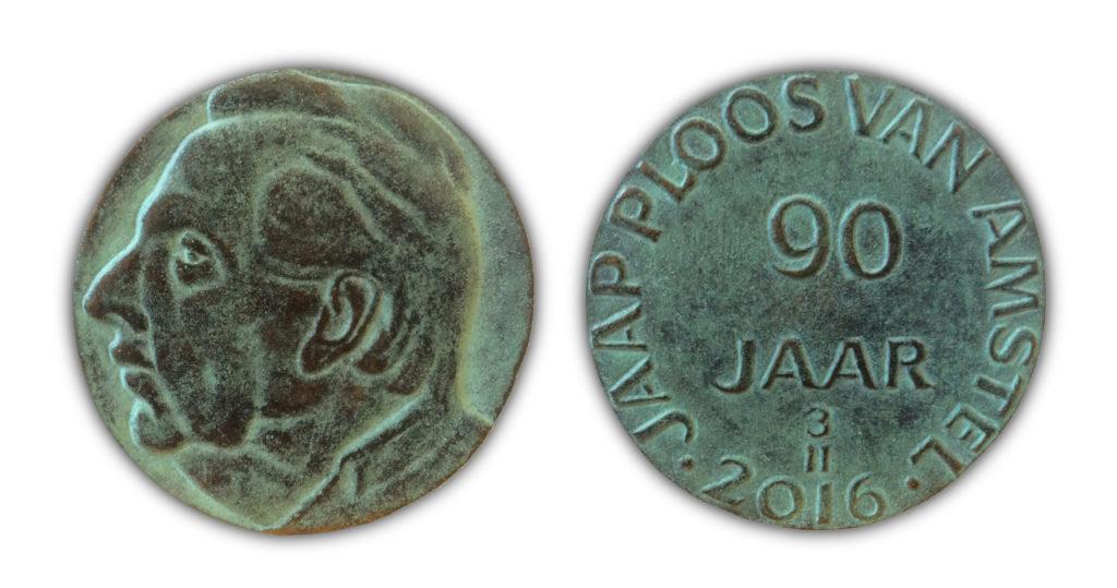 Afb. 2. De bronzen verjaardagspenning voor Jaap Ploos van Amstel door Frank Letterie. Foto met dank aan www.ploosvanamstel.com.