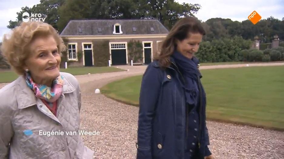 Afb. Links mevrouw Van Weede en rechts haar dochter. Screenshot met dank aan Binnenstebuiten.
