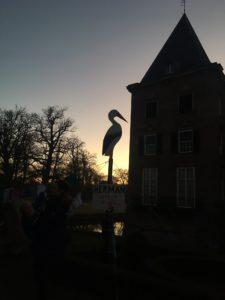 Afb. De ooievaar bij kasteel Twickel. Foto met dank aan het twitteraccount van kasteel Twickel.