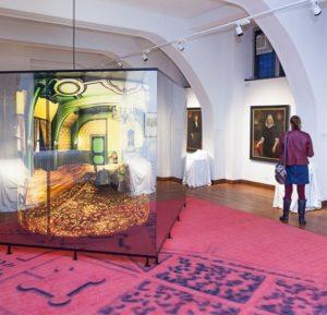 Afb. 3. Eén van de vernieuwde museumzalen, waar de geschiedenis van het kasteel op aansprekende wijze gepresenteerd wordt. Foto met hartelijke dank aan Museum Helmond.
