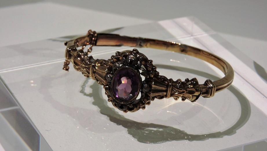 Afb. 3. De armband met amethist, die Anna Paulowna aan Henriette Margaretha Dorothea Reyniera barones Mulert née van Omphalschonk.