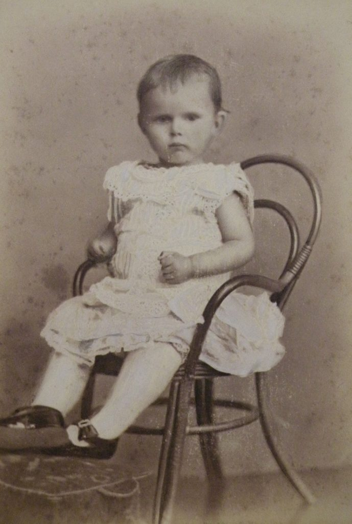 Afb. Jonkheer Careltje von Weiler (1880-1882). Foto part. coll.