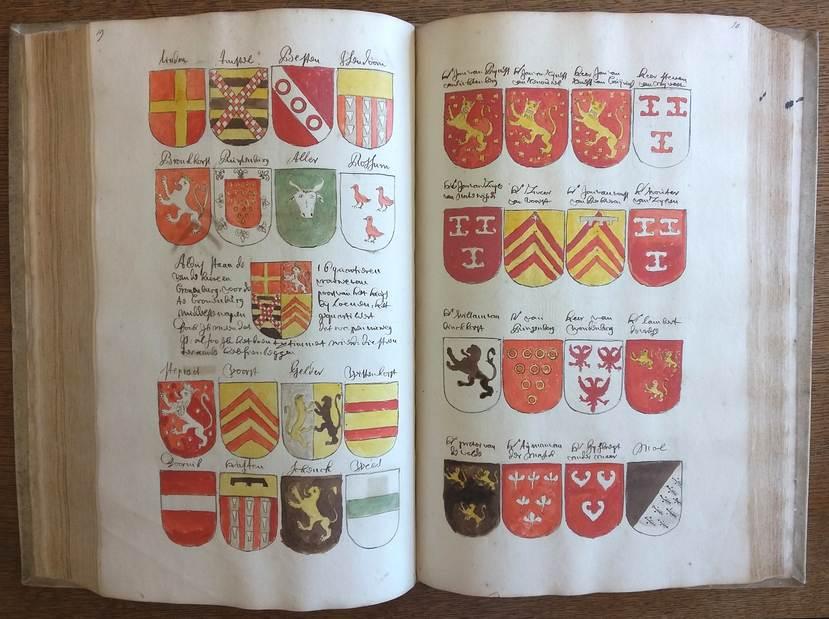 Afb. Twee bladzijdes uit het aangekochte handschrift. Foto met dank aan www.hogeraadvanadel.nl.