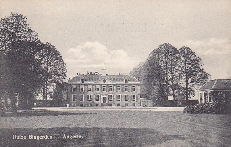 Afb. Huis Bingerden zoals het er tot aan de verwoesting in de Tweede Wereldoorlog uitzag. Ansichtkaart part. coll.