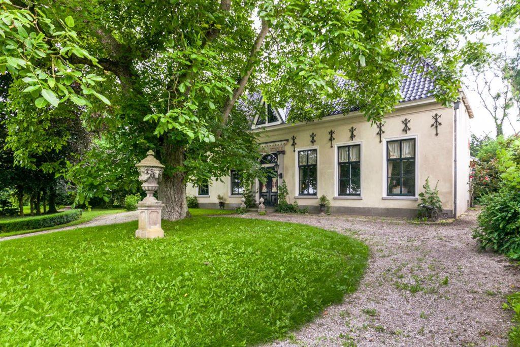 Afb. 2. De voorkant van Harsta State. Foto met dank aan www.funda.nl.