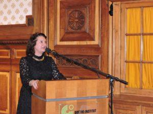 Afb. 1. Isabel barones van Boetzelaer tijdens haar toespraak.