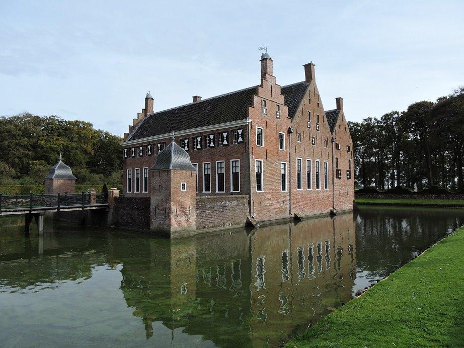 Afb. 2. De Menkemaborg in Groningen: van 1682 tot in 1902 in het bezit van de Groninger jonkers Alberda van Menkema. In 1927 werd de borg opengesteld als museum.