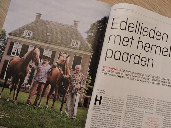 Afb. Het echtpaar De Vos van Steenwijk-Van Pallandt voor Huize Voorwijk in het interview met Rik Kuethe met foto's van AMKE.