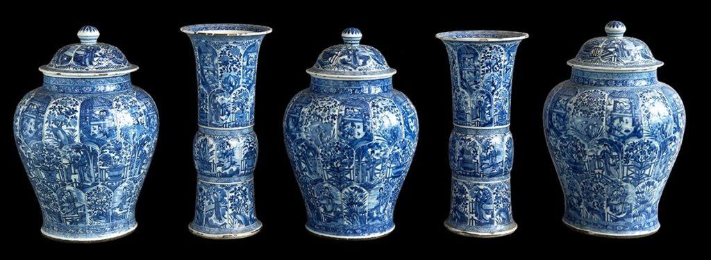 Afb. 2. Het Kangxi kaststel, dat op 15.000-20.000 euro geschat wordt. Foto met dank aan het Zeeuws Veilinghuis.
