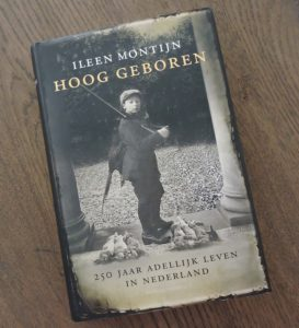 Afb. De voorkant van het boek met Willem Jan baron van Dedem (1914-1935) met geweer en jachtbuit in 1925.